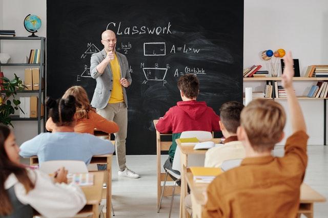いつからでも人生は変えられるので、教員になってみるのもならないのもあり!