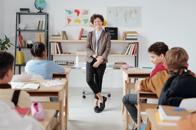教員の仕事自体は魅力たくさん。いろいろな側面を調べて決断を!