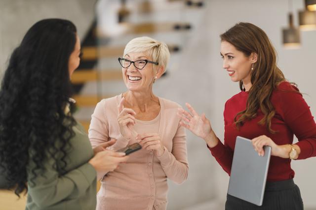 教員の服装:女性教員